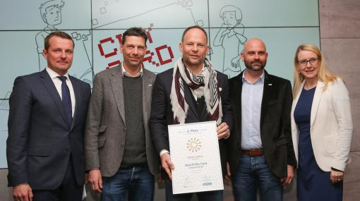Digital Impuls Award für DocLX City Card Solutions: Herwig Langanger (Die Presse), Mark Schilling (DocLX, Managing Director), Alexander Knechtsberger (DocLX, Eigentümer), Peter Staudinger (Head of Business Development), Margarete Schramböck (BMDW) © Günther Peroutka